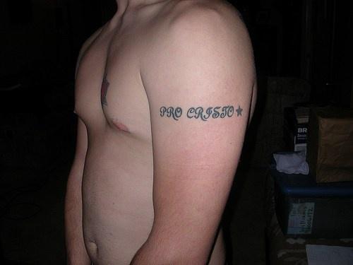 pro cristo scrittura tatuaggio