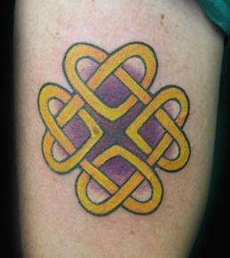 Four-cornered celtic love knot