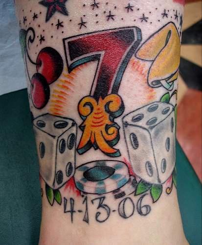 Numero fortunato sette colorato tatuaggio