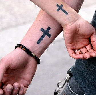 Crosi sui polsi tatuaggio