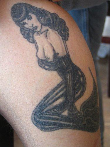 Tatuaggio bello sirena come lady Vamp