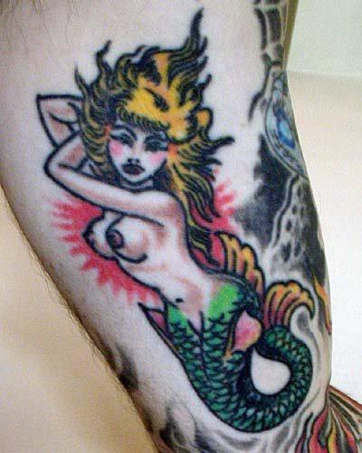 Tatuaggio  stilizzato la sirena colorata
