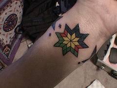 Colorato disegno indiano tatuaggio