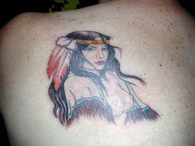 Ragazza indiana nuda tatuaggio