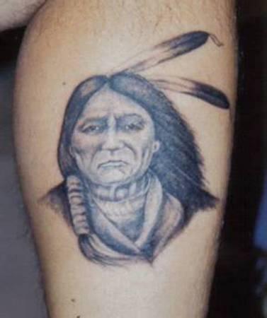 Vecchio capopopolo nativo americano tatuaggio