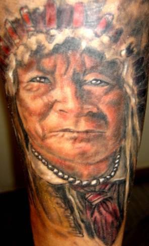 Capopopolo indiano tatuaggio colorato