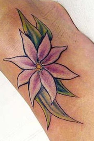fiore di colore rosa stargazer  tatuaggio