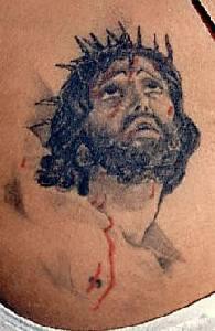 Gesu con corona di spine con sangue tatuaggio