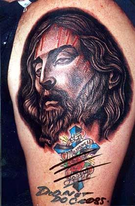 Gesu com croce tatuaggio