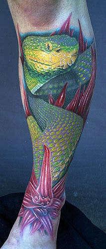 Tatuaggio realistico incantevole il serpente lucido
