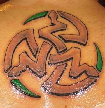 Tatuaggio carino il serpente stilizzato