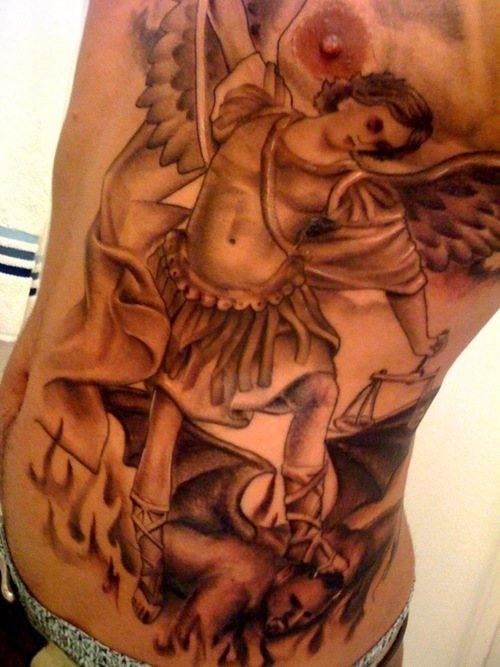 Santo muchaele tatuaggio grande