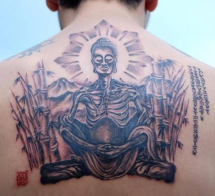 monaco affamato morto tatuaggio sulla schiena