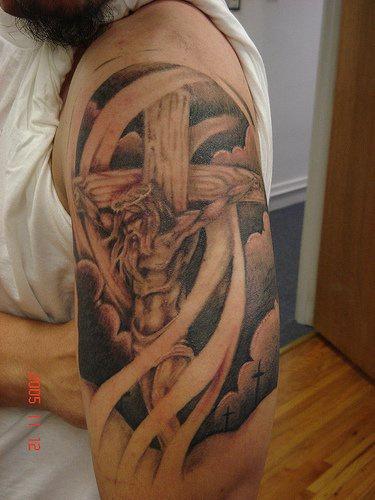 """gesu"""" sulla croce tatuaggio"""