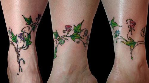Tatuaggio intorno della caviglia la pianta