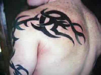 Big tribal tattoo from arm to scapula