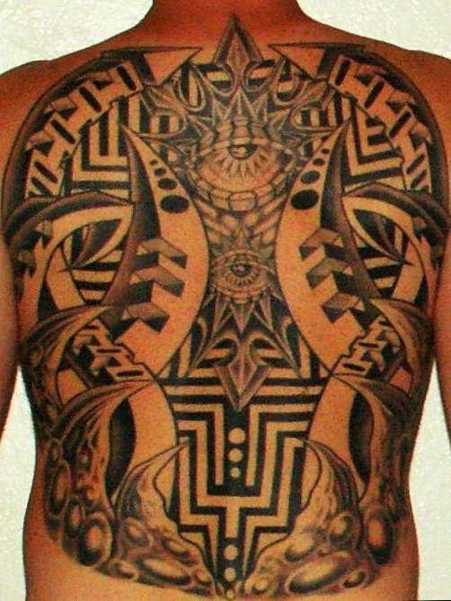 Tatuaggio enorme sulla schiena gli occhi & i disegni