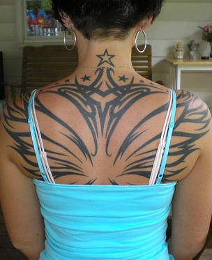 Wide wings on upper back tattoo with stars