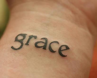 """Tatuaggio sul polso la scritta &quotGRACE"""""""