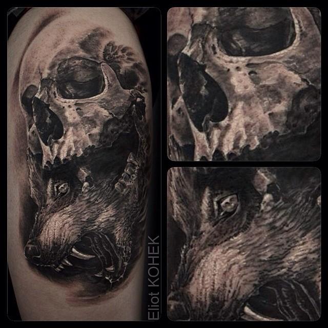 Tatuaggio dipinto in stile 3D di teschio umano con testa di lupo cattivo