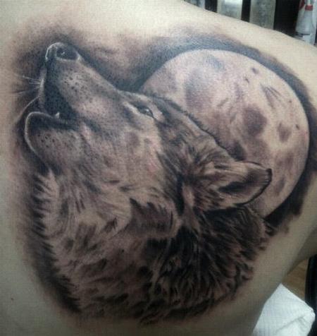 Tatuaje En El Hombro Lobo Y Luna Dibujo Sensillo Tattooimagesbiz