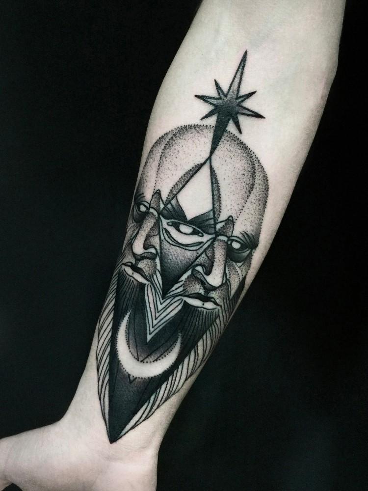 Tatuaggio dell&quotavatar demoniaco dall&quotaspetto terrificante di Michele Zingales