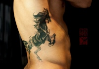 Lovely dark horse tattoo on ribs by Joey Pang