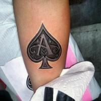 3D bellissimo simbolo di piche con lettera maiuscola tatuaggio su braccio