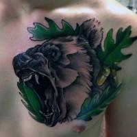 3D fresco dettagliato orso ruggente con foglia di querce tatuaggio su petto