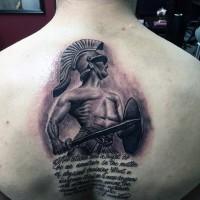 3D dipinto eccezionale guerriero della Grecia con lettere tatuaggio su schiena