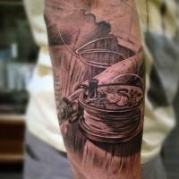 3d molto realistico dettagliato nero e bianco  canna da pesca tatuaggio su braccio