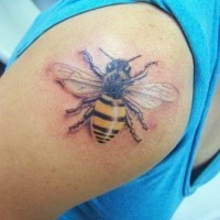 3d realistic bee tattoo on shoulder