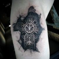 3D realistico nero e bianco croce da sottopelle tatuaggio su braccio