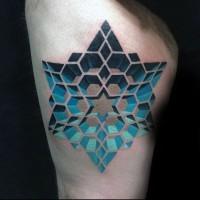 Tatuaje en el muslo,  estrella geométrica azul volumétrica