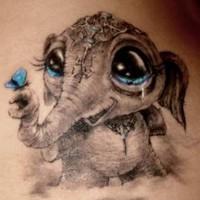 3D stile carino piccolo elefante elefante bimbo piangendo con farfalla tatuaggio su braccio