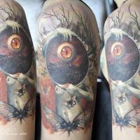 Tatuaggio di astrattismo sulla spalla