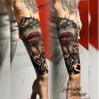 Tatuaggio astratto con labbra e catene