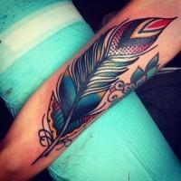 eccezionale colorata vecchia scuola piuma tatuaggio su braccio