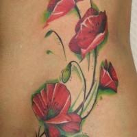 Tolle  rote Mohnblume auf Stielen Tattoo an der Seite
