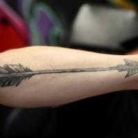 grande nera freccia tatuaggio su braccio