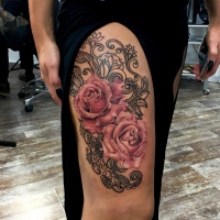 Big tattoo with two pink roses on leg