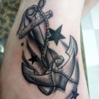 nero e bianco vecchia scuola ancora con stelle tatuaggio su piedi