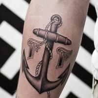 nero e bianco ancora cordata con segni tatuaggio per uomo su braccio