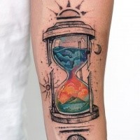 Tatuaje colorido de antebrazo de reloj de arena para hombres