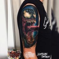 Tatuaje de Venal Colorfull en el hombro