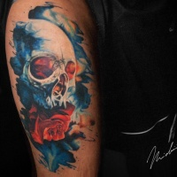 Cool skull and rose tattoo on shoulder
