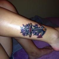 carina piccola ancora vecchia scuola colore viola tatuaggio su caviglia