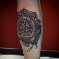 Dotwork Mandala und Wal Tattoo