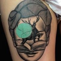 Stile dotwork dipinto da Marisuz Trubisz tatuaggio surrealista di volto di donna con cervo e libro