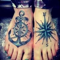 tatuaggio su due piedi ancora e bussola per ragazzi
